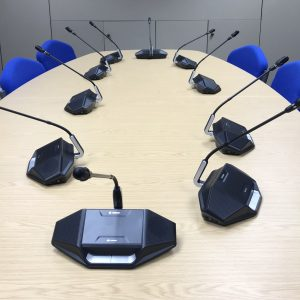 Desktop wireless audio conference system